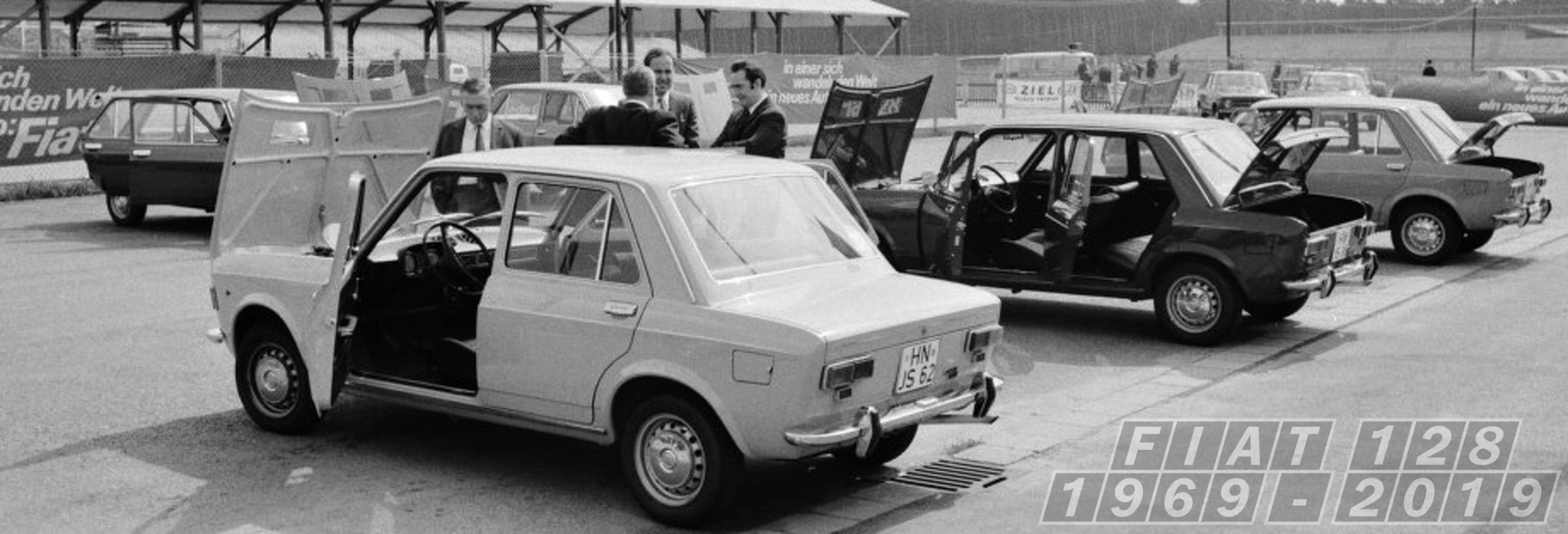 1969_08_28_CarsParkedatHockenheim_2-2_vz.jpg